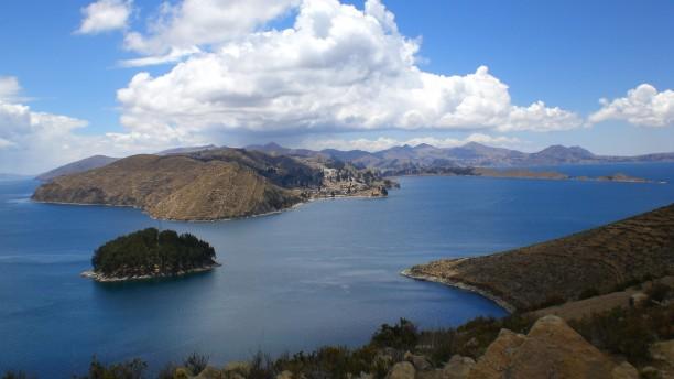 Titicaca tó (forrás: http://images.boomsbeat.com/data/images/full/28930/10-jpg.jpg)