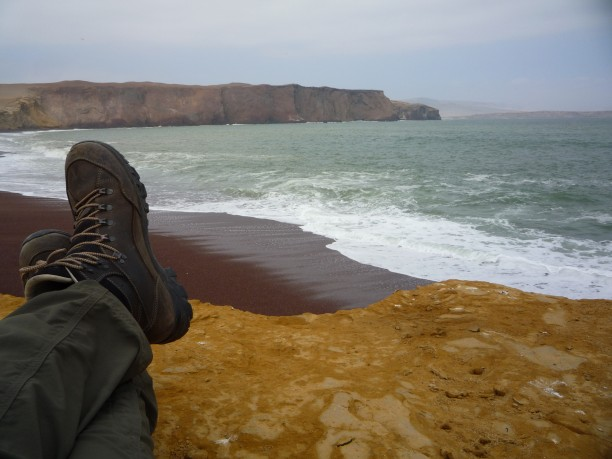 Gyönyörű színek a sivatag és az óceán találkozásánál