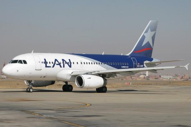 A LAN légitársaság egy gépe (forrás: http://www.hangarcentral.com/)