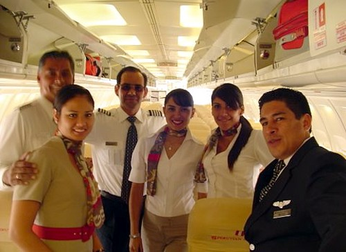 A Peruvian légiutaskísérői (forrás: http://www.peruvianairlines.com/wp-content/ uploads/2010/08/empleos-peruvian-airlines.jpg)