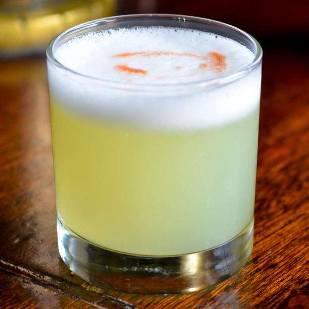Pisco sour (forrás: http://liquor.s3.amazonaws.com/ wp-content/uploads/2013/07/ pisco-sour-cocktail-recipe.jpg)