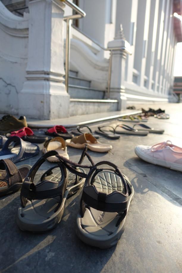 Nem illik lábbelit hordani templomban és lakásban
