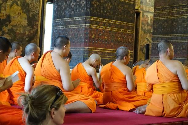 Elmélyedt szerzetesek