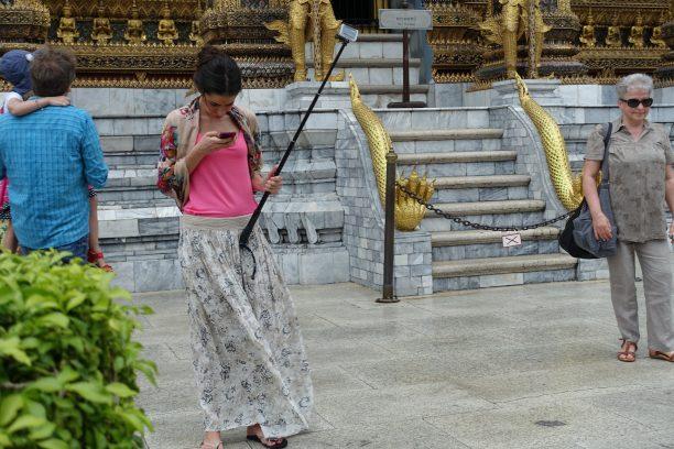 Selfie-stick nélkül ma már senkik vagyunk turistakörökben