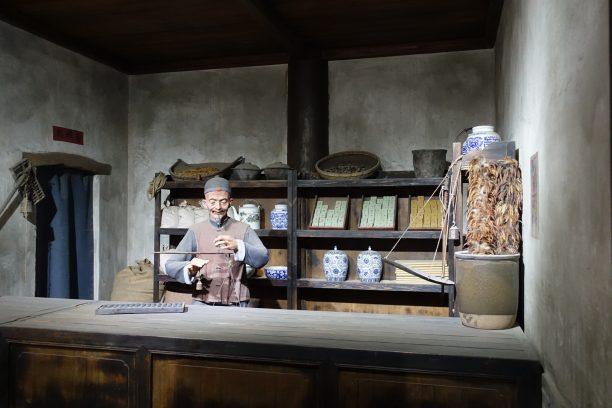 Modern stílusú tárlat Konfuciusz templomában