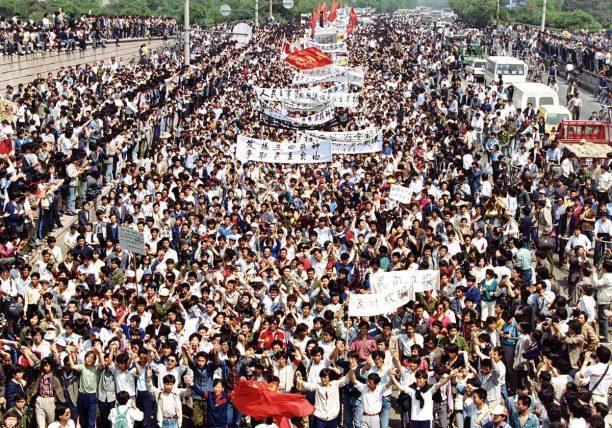 Forrás: https://www.theatlantic.com/photo/2014/06/tiananmen-square-25-years-ago/100751/